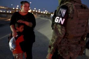 Migrantes en la frontera norte de México. Foto: AP